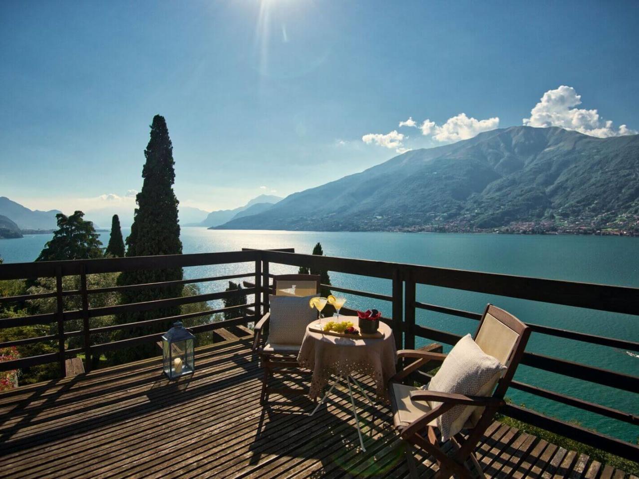 villa-meraviglia-colico-01-aperitivo-sulla-terrazza-suite