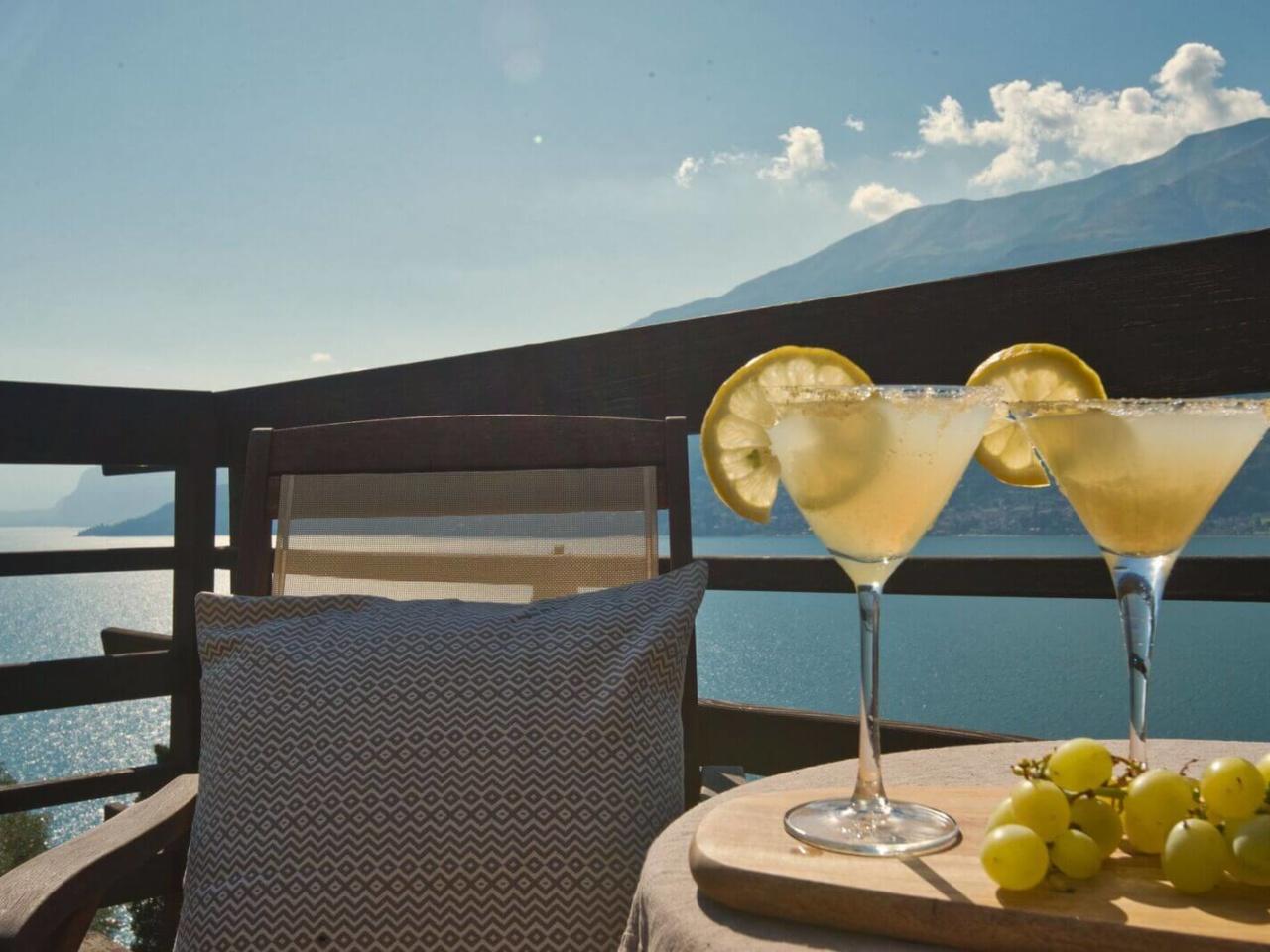 villa-meraviglia-colico-04-aperitivo-vista-lago