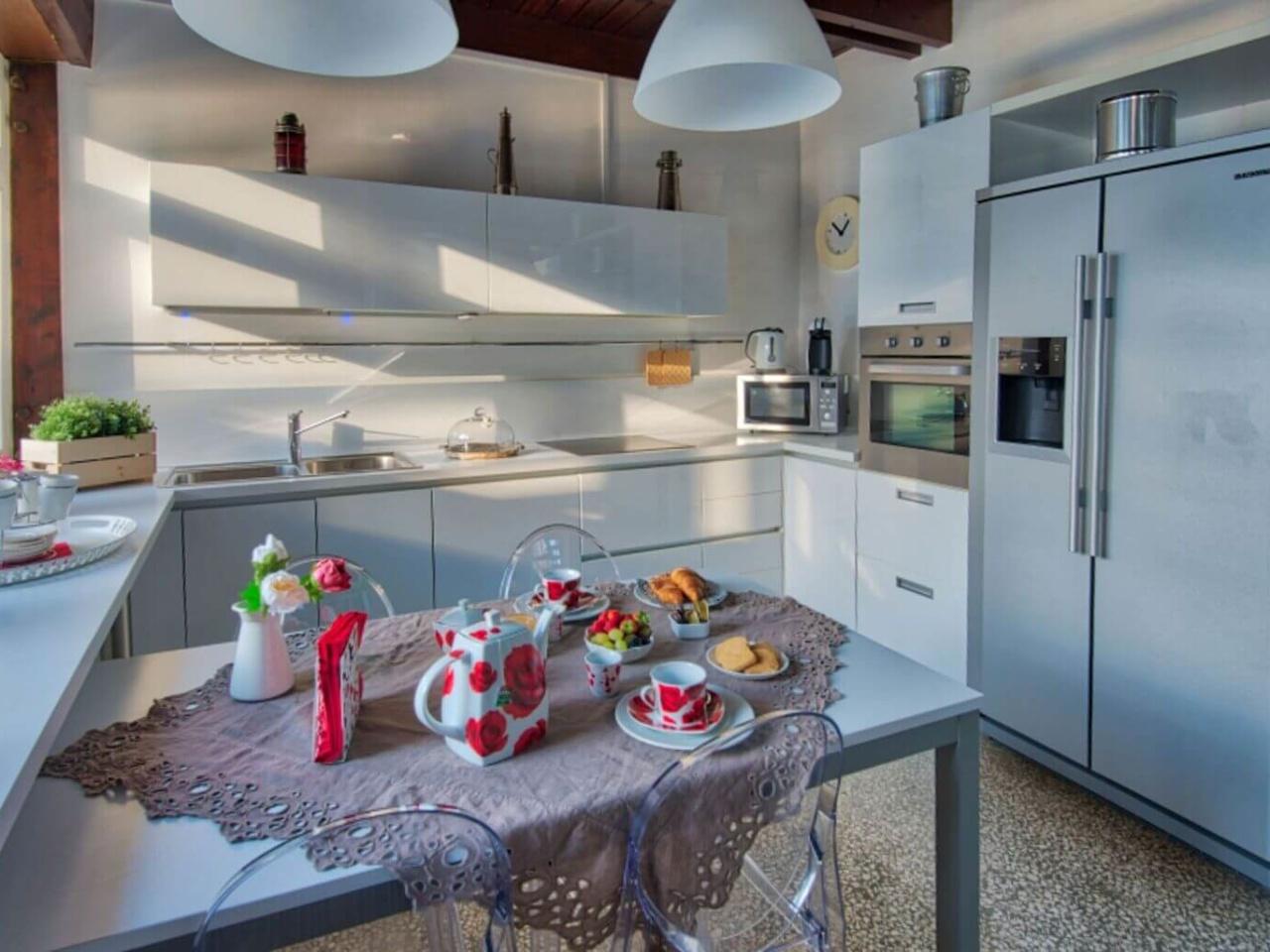 villa-meraviglia-colico-07-colazione-in-cucina-3