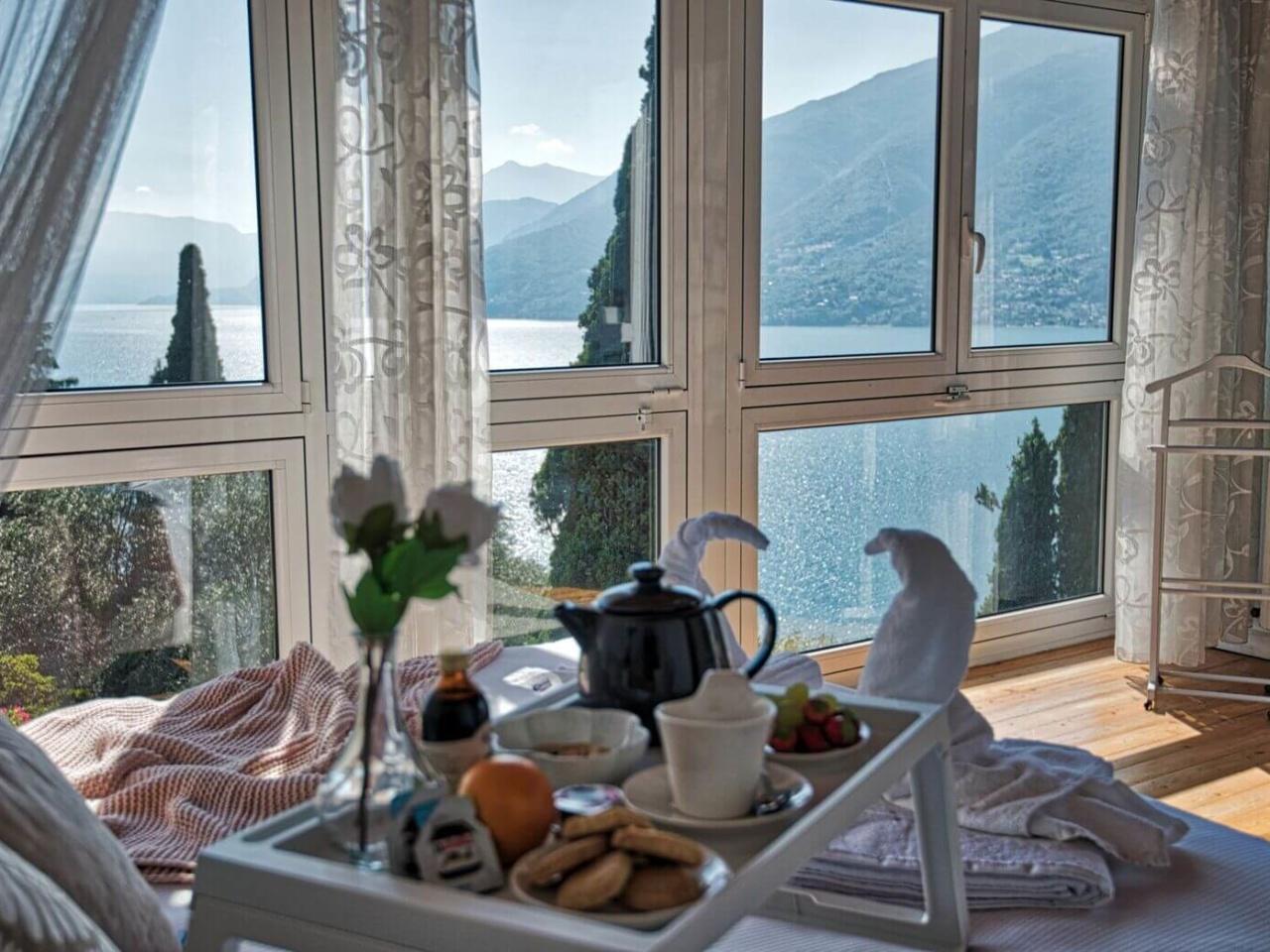 villa-meraviglia-colico-18-suite-con-vassoio-colazione