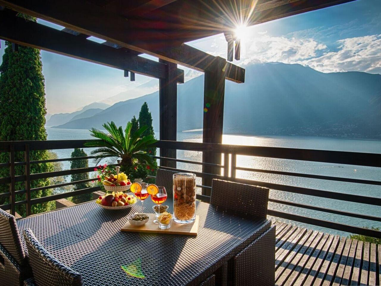villa-meraviglia-colico-24-cocktail-in-veranda