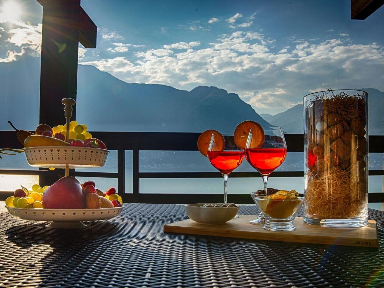 villa-meraviglia-colico-25-cocktail-in-veranda-di-sera