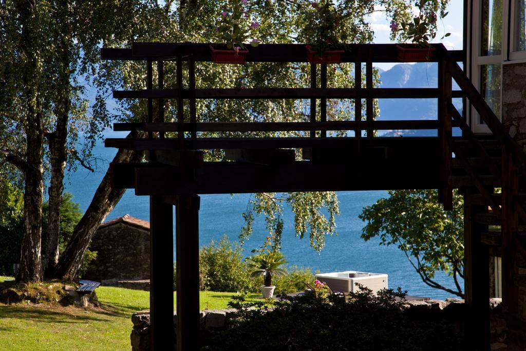 villa-meraviglia-colico-27-jacuzzi-vista-dall-ingresso