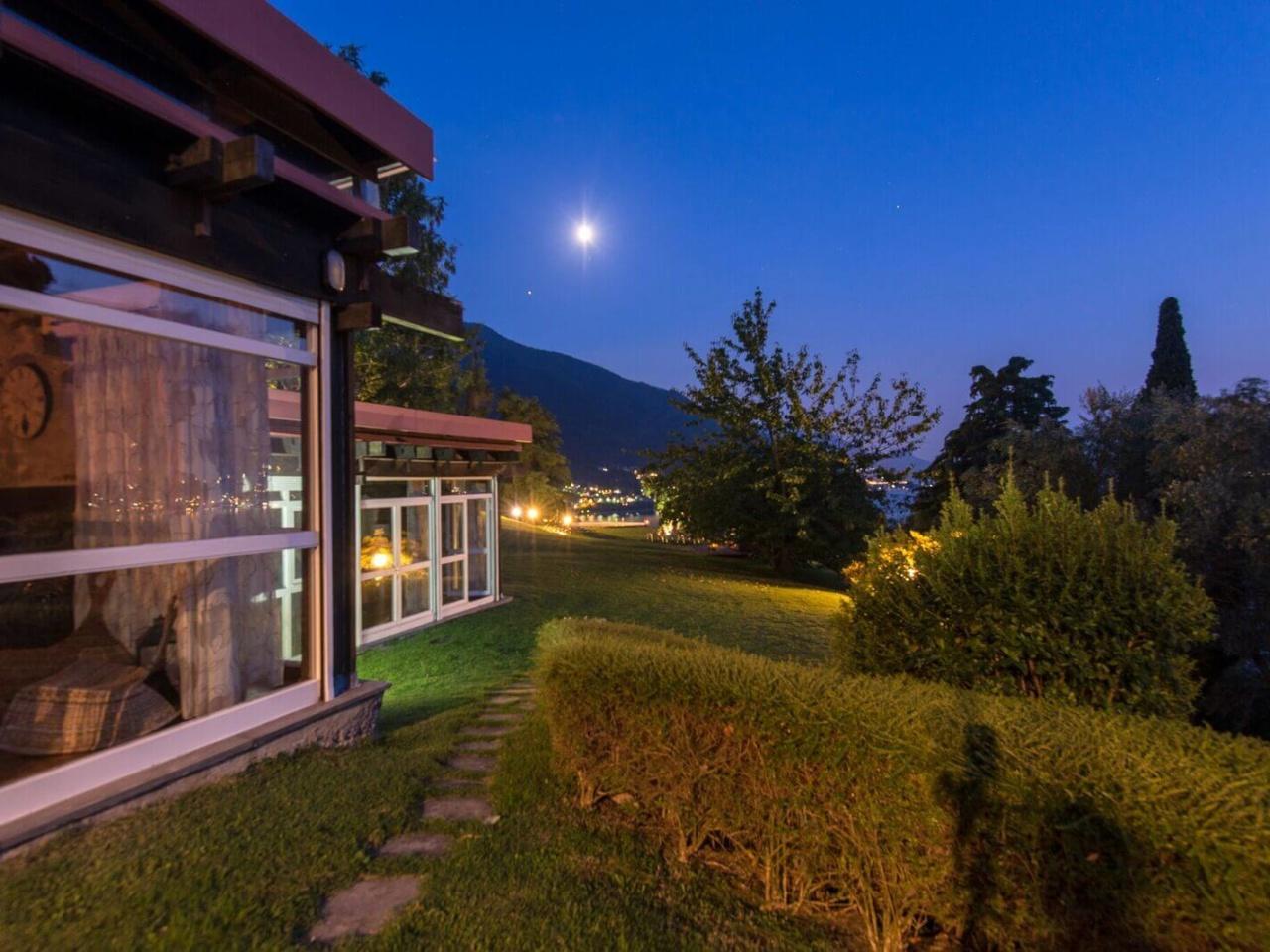 villa-meraviglia-colico-30-notturna-della-villa-2